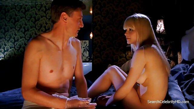 Adulte pas d'inscription  Vanda Lust utilise ses pieds et sa films x gratuits français bouche