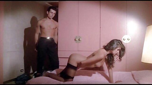 Adulte pas d'inscription  Cassandra Nix et Sheena Shaw ayant des film porno action complet relations sexuelles lesbiennes