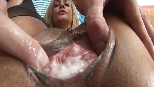 Adulte pas d'inscription  BlowJob Sweet jeune fille utilise les lèvres et la langue avant le un film porno complet sexe