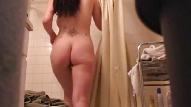 Adulte pas d'inscription  MILF film erotique gratuit complet dodue en résille rouge