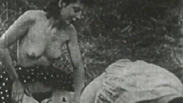 Adulte pas d'inscription  Fille se frottant le clitoris avant film pono complet de baiser deux mecs