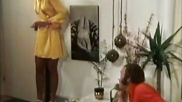 Adulte pas d'inscription  Bombasse ébène aux gros seins suce fort une bite noire video porno film complet