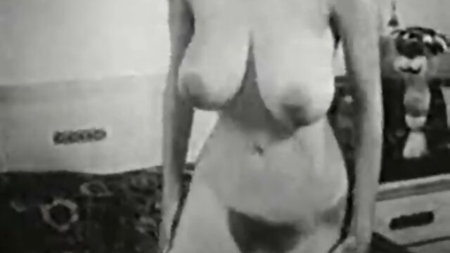 Adulte pas d'inscription  Putain mature aux gros seins se prépare film entier francais porno pour une session BDSM