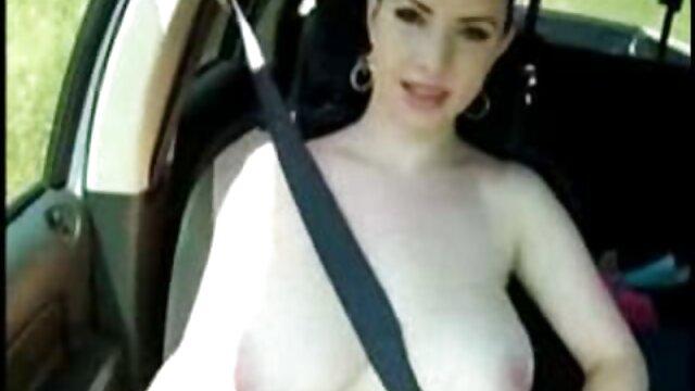 Adulte pas d'inscription  Salope blonde prend une grosse bite dans film de porno complet son trou du cul serré sur le canapé