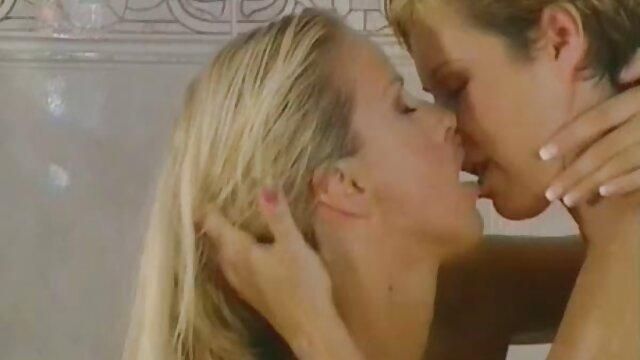 Adulte pas d'inscription  Poussin torride en prend un gros entre ses film porno complet en streaming jambes