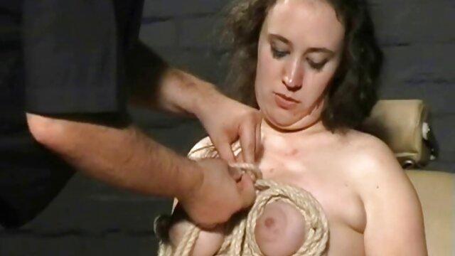 Adulte pas d'inscription  Vieille mamie et mamie film poro complet potelée se masturbant sur un canapé