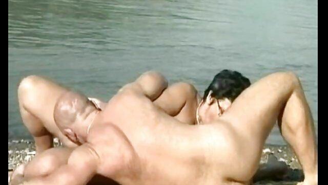 Adulte pas d'inscription  Une lesbienne mature reçoit de la viande film complet sexe gratuit fraîche