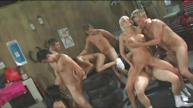 Adulte pas d'inscription  Valerie White suce une grosse bite et a les pieds site porno film complet couverts de sperme