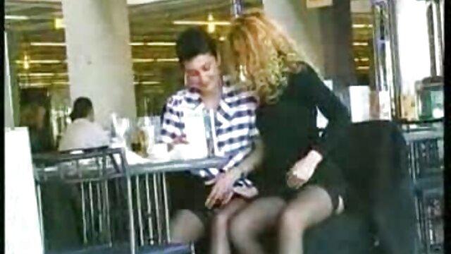 Adulte pas d'inscription  Teen film erotique entier gratuit blonde frappée par une bite dure