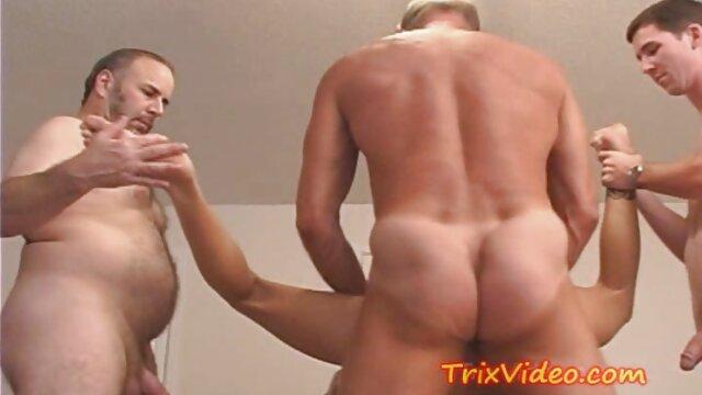 Adulte pas d'inscription  Cougar plus âgé qui parle et film porno complet en streaming fume et baise