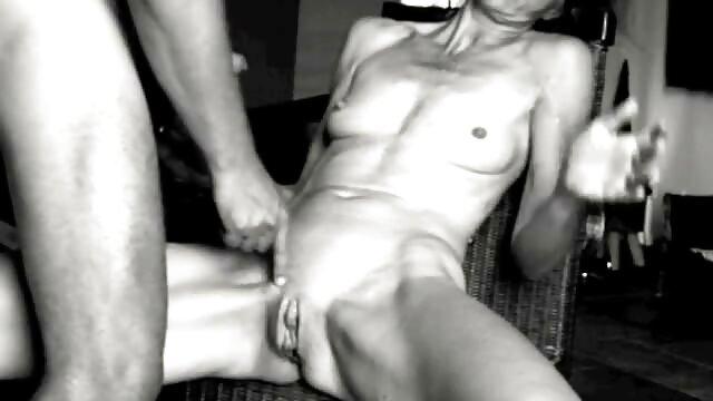 Adulte pas d'inscription  Jouet profond film complet de porno blond salace retenu foré dans la servitude
